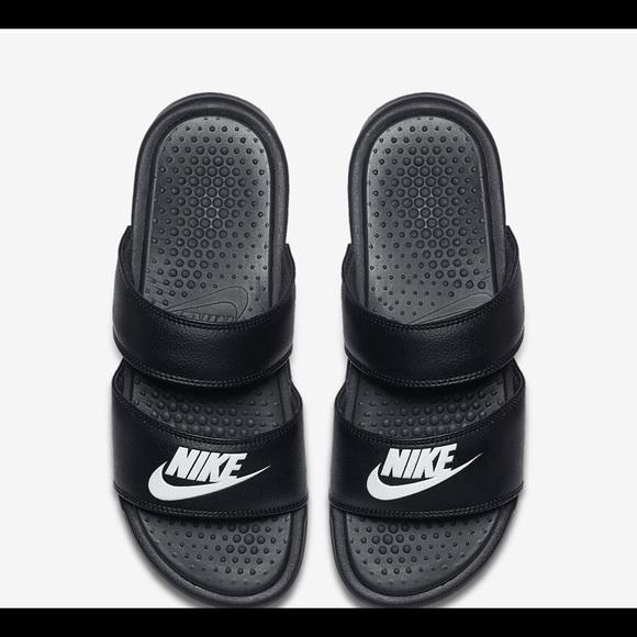 2b5741920 Nike Benassi Duo Ultra Women s Slide. M 5b05abcca4c48547bcb5ff65